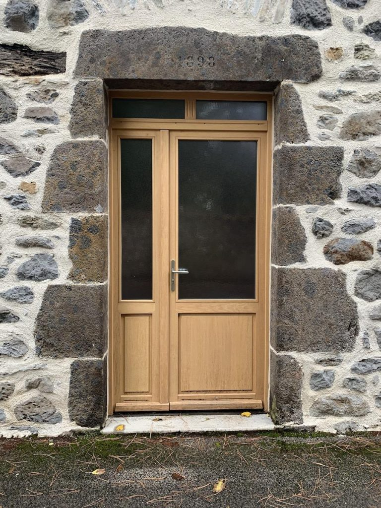 Porte entrée bois deux vantaux